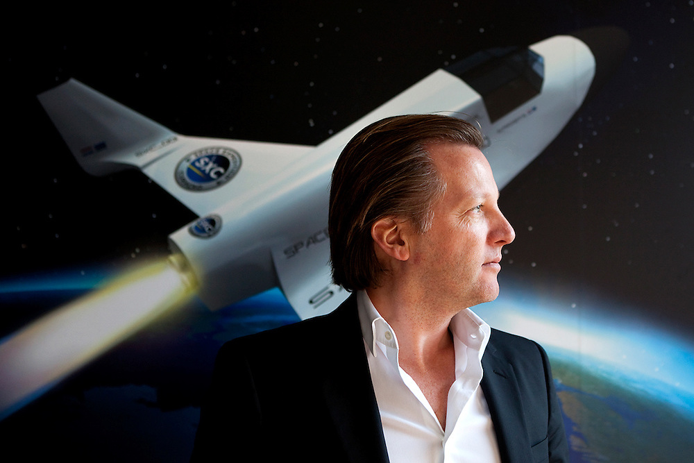 AMSTERDAM - Portret van Michiel Mol, eigenaar en mede oprichter van Space Expedition Corporation, met op de achtergrond een impressie van het ruimteschip de lynx.
