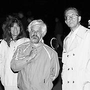 NLD/Huizen/19910720 - Uitslaande brand bij kookwinkel DIMA Oude Raadhuisplein Huizen, geheel rechts, raadslid Henk van Amstel