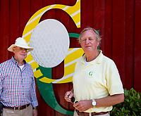 OUDEMIRDUM- Voorzitter Reyer Koudenburg met links, baancommissaris Golfclub Gaasterland ligt in Zuidwest-Friesland en heeft een schitterende 9 holes natuurbaan. COPYRIGHT KOEN SUYK
