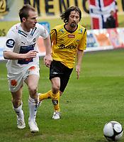 Fotball , tippeligaen , 26. April 2009 , Sør Arena , Start - Tromsø (TIL) , Morten Moldskred , TIL , Erik Myggen Mykland , Start , Foto: Tommy Ellingsen
