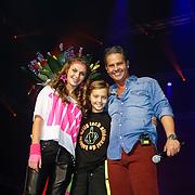 NLD/Amsterdam/20121117 - Danny de Munk 30 jaar in het vak, Bo en Davy geven bloemen aan Danny