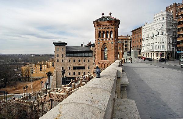 Spanje, Aragon, 11-2-2005..De stad Teruel in het zuiden van Aragon. De regio, streek is arm en leidt aan leegloop. Het is een achtergesteld gebied. Men heeft tevergeefs geprobeerd te worden aangesloten op het spoornet van de hogesnelheidstrein...Foto: Flip Franssen