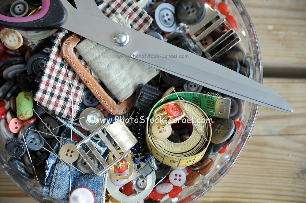 Sewing kit with scissors, yarn, pins and needles