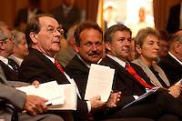 15 JUL 2004, BERLIN/GERMANY:<br /> Franz Muentefering, SPD Parteivorsitzender, Frank Bsirske, ver.di Vorsitzender, und Klaus Woereit, SPD, Reg. Buergermeister Berlin, (v.L.n.R.), waehrend einem Festakt zum 100. Geburtstag von Karl Richter, langjähriges aktives Mitglied von Partei und Gewerkschaft, Rathaus Reinickendorf<br /> IMAGE: 20040715-01-011<br /> KEYWORDS: Franz Müntefering, Feier, gespräch