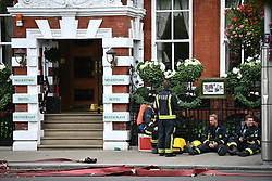 © Licensed to London News Pictures. 20/09/2018. London, UK. Emergency services at the scene of a reported chemical leak at the Milestone Hotel in Kensington. Parts of Kensington High Street habe been closed. Photo credit: Ben Cawthra/LNP