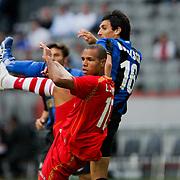 NLD/Amsterdam/20080808 - LG Tournament 2008 Amsterdam, FC Internazionale v Sevilla FC, Luis Fabiano Clemente in duel met Nicolas Burdisso