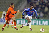 Fotball<br /> Treningskamp - Privatlandskamp<br /> 18.02.2004<br /> Belgia v Frankrike<br /> Foto: Digitalsport<br /> Norway Only<br /> <br /> LOUIS SAHA (FRA) / VINCENT KOMPANY (BEL)