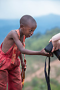 We came over this amazing African kid on one of our stops on the way to  Volcano National Park in Rwanda. After some time he posed willingly to the cameras, and he was curious and wanted to have a look at our pictures | Vi kom over denne fantastiske Afrikanske gutten på et av våres stop på vei til  Volcano National Park in Rwanda. Etter noe tid poserte han villig til kamerane, og var svært så nysgjerrig på resultetet.