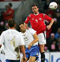Fotball, 04. juni 2005,  VM-kvalifisering, Norge-Italia 0-0, Claus Lundekvam, Norge, og Toni, Italia