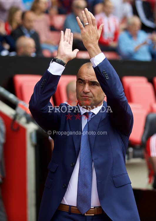 SOUTHAMPTON, ENGLAND - Saturday, August 15, 2015: Everton's manager Roberto Martinez before the FA Premier League match against Southampton at St Mary's Stadium. (Pic by David Rawcliffe/Propaganda)