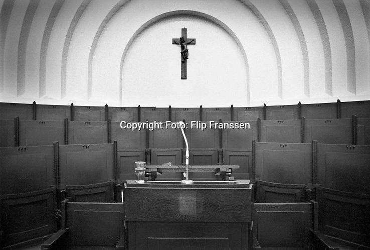 Nederland, Nijmegen, 1984 De oude aula van de Katholieke universiteit, met het dominante kruisbeeld, later Radboud universiteit .Foto: Flip Franssen