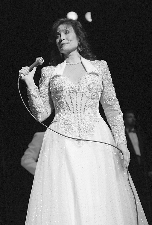 ALLENTOWN - MAY 12: Loretta Lynn performs at Symphony Hall on May 12, 1999 in Allentown, Pennsylvania. (Photo by Lisa Lake)