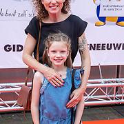 NLD/Amsterdam/20190602 - Familiepremière Huisdiergeheimen 2, Aukje van Ginneken en dochter Josje