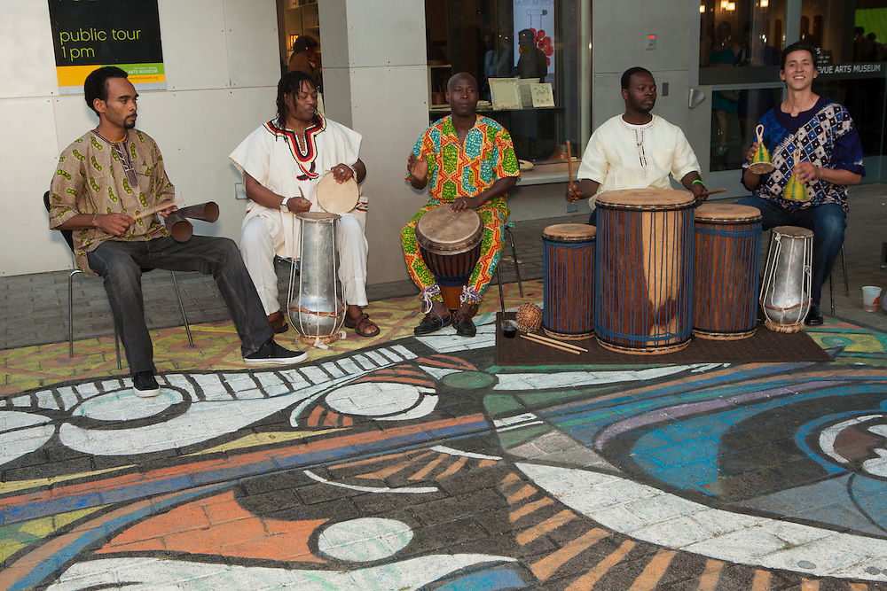 North America, United States, Washington, Bellevue, musicians performing at entrance to Bellevue Art Museum