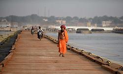 November 21, 2018 - Allahabad, Uttar Pradesh, India - A lone Sadhu cross a newly built temporary pontoon bridge on river ganga ahead of Kumbh 2019. (Credit Image: © Prabhat Kumar Verma/ZUMA Wire)