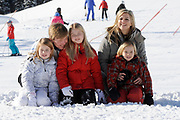 Fotosessie met de koninklijke familie in Lech /// Photoshoot with the Dutch royal family in Lech .<br /> <br /> Op de foto / On the photo: Prinses Maxima, Prins Willem Alexander, Prinses Amalia, Prinses Alexia en Prinses Ariane /////  Princess Maxima, Crown Prince Willem Alexander, Princess Amalia, Princess Alexia and Princess Ariane