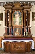 """Ołtarz w kaplicy św. Ignacego. Kościół Rektoralny Matki Bożej Nieustającej Pomocy na """"Górce"""". Zakopane"""
