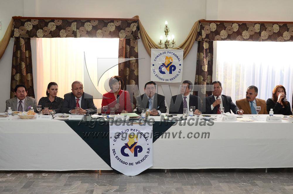 Toluca, México.- Martha Hilda González Calderon, alcaldesa de Toluca, acompañado de Leopoldo Garcia Pichardo Presidente del COPEM, durante la sesión mensual del consejo Patronal del Estado de México (COPEM), donde mantuvo una convivencia con empresarios del valle de Toluca. Agencia MVT / Arturo Hernández S.