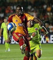 Fotball<br /> Kvalifisering UEFA Champions League<br /> 13.08.2008<br /> Galatasaray  - Steaua Bukarest 2:2 <br /> Foto: imago/Digitalsport<br /> NORWAY ONLY<br /> <br /> Shabani Nonda (Galatasaray, li.) am Ball