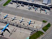 "Nederland, Noord-Holland, Schiphol; 23-03-2020; Vliegtuigen blijven op de grond op Schiphol. Het aantal passagiers is met meer dan 60 procent gedaald  ten gevolge van de Corona-crisis. Er zijn substantieel minder vluchten, gates zijn gesloten, vliegtuigen 'grounded', 'geparkeeerd'.<br /> Aircraft remain on the ground at Schiphol. Passenger numbers have fallen by more than 60 percent as a result of the Corona crisis. There are substantially fewer flights, gates are closed, planes are ""grounded"", ""parked"".<br /> <br /> luchtfoto (toeslag op standaard tarieven);<br /> aerial photo (additional fee required)<br /> copyright © 2020 foto/photo Siebe Swart"