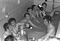 Fotball<br /> England <br /> Foto: Colorsport/Digitalsport<br /> NORWAY ONLY<br /> <br /> Peter Osgood celebrates with Champagne in the bath. L to R. Tommy Baldwin, John Hollins, Peter Houseman, Ron Harris,  Marvin Hinton, Ian Hutchinson and Peter Osgood (right). Chelsea v Leeds United. FA Cup Final replay @ Old Trafford. 29/4/70