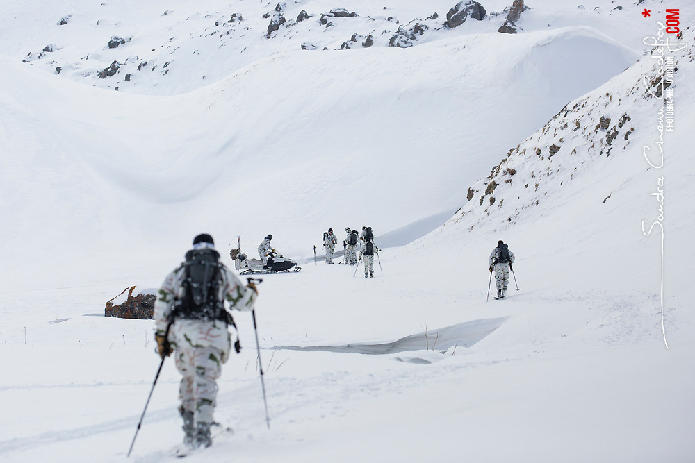Voir le reportage complet (120 photos) http://sandrachenugodefroy.photoshelter.com/gallery/2017-02-Exercice-avalanche-a-Valloire-Complet/G0000m_O9Kg_LOxg/C0000yuz5WpdBLSQ Entraînement conjoint des acteurs du secours en montagne sur une avalanche factice à Valloire. Intervention sous la direction des gendarmes du PGHM, de médécins du SAMU, de militaires du GAM et de pisteurs du domaine skiable. Recherche de victimes par DVA, RECCO et équipe cynophile. Sondage, gestes de premiers secours et évacuation des victimes. <br /> Février 2017 / Valloire (73) / FRANCE Entraînement conjoint des acteurs du secours en montagne sur une avalanche factice à Valloire. Intervention sous la direction des gendarmes du PGHM, de médécins du SAMU, de militaires du GAM et de pisteurs du domaine skiable. Recherche de victimes par DVA, RECCO et équipe cynophile. Sondage, gestes de premiers secours et évacuation des victimes. <br /> Février 2017 / Valloire (73) / FRANCE<br /> Voir le reportage complet (120 photos) http://sandrachenugodefroy.photoshelter.com/gallery/2017-02-Exercice-avalanche-a-Valloire-Complet/G0000m_O9Kg_LOxg/C0000yuz5WpdBLSQ