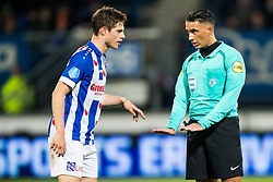 (L-R) Kik Pierie of sc Heerenveen, referee Serdar Gozubuyuk during the Dutch Eredivisie match between sc Heerenveen and PEC Zwolle at Abe Lenstra Stadium on November 25, 2017 in Heerenveen, The Netherlands