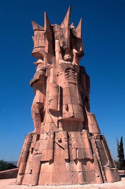 MEXICO, DOLORES HIDALGO Monument to 1810 Revolution heroes