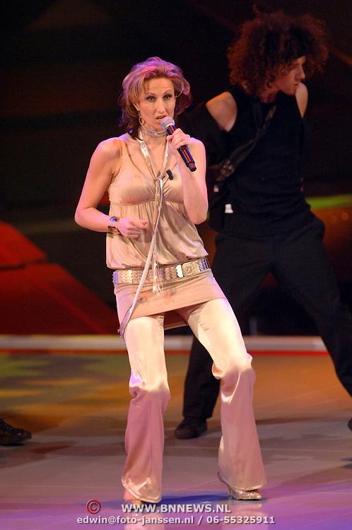NLD/Hilversum/20061230 - 1e Live uitzending X-Factor 2006, deelneemster Anja Wessels