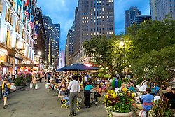 THEMENBILD - Der Broadway ist eine Strasse in New York, im Bild Cafes am Harald Square, Aufgenommen am 10. August 2016 // The Broadway is a road in New York, this picture shows cafes at the Herald Square , New York City, United States on 2016/08/10. EXPA Pictures © 2016, PhotoCredit: EXPA/ Sebastian Pucher