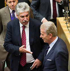 15.10.2015, Parlament, Wien, AUT, Parlament, Nationalratssitzung, Sitzung des Nationalrates mit Generaldebatte über das Bundesfinanzgesetz 2016, im Bild v.l.n.r. Bundesminister für Finanzen Hans Jörg Schelling (ÖVP) und Vizekanzler und Minister für Wirtschaft und Wissenschaft Reinhold Mitterlehner (ÖVP) // f.l.t.r. Minister of Finance Johann Georg Schelling (OeVP) and Vice Chancellor of Austria and Minister of Science and Economy Reinhold Mitterlehner (OeVP) during meeting of the National Council of austria according to government budget at austrian parliament in Vienna, Austria on 2015/10/15, EXPA Pictures © 2015, PhotoCredit: EXPA/ Michael Gruber