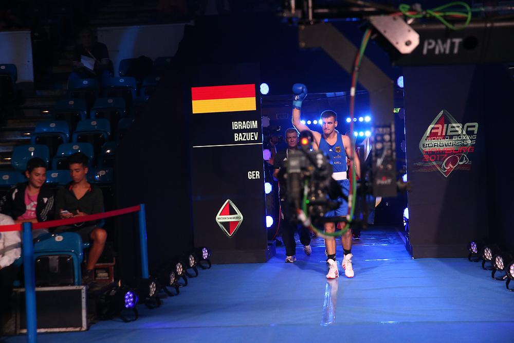 Boxen: AIBA Box-WM, Day 7, Hamburg, 28.08.2017<br /> 81 Kg: Thomas Hart (ENG, red) - Ibrahim Bazuev (GER, blue)<br /> © Torsten Helmke