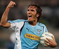 Roma, 12 / 02 / 2005 Campionato di calcio di serie A 2004 - 2005 24a Giornata -  Lazio - Atalanta - nella foto: Fabio Bazzani esulta al gol del pareggio