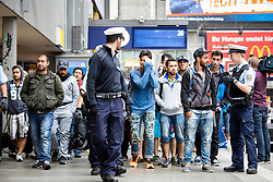 03.09.2015, Hauptbahnhof, Muenchen, GER, Flüchtlinge auf den Weg durch die Staaten der EU, im Bild ankommende Fluechtlinge // Immigrants from the Middle Eastern countries and Africa arrived at the Railway station after Hungarian government let them take the journey to Germany Hauptbahnhof in Muenchen, Germany on 2015/09/03. EXPA Pictures © 2015, PhotoCredit: EXPA/ Eibner-Pressefoto/ Gehrling<br /> <br /> *****ATTENTION - OUT of GER*****