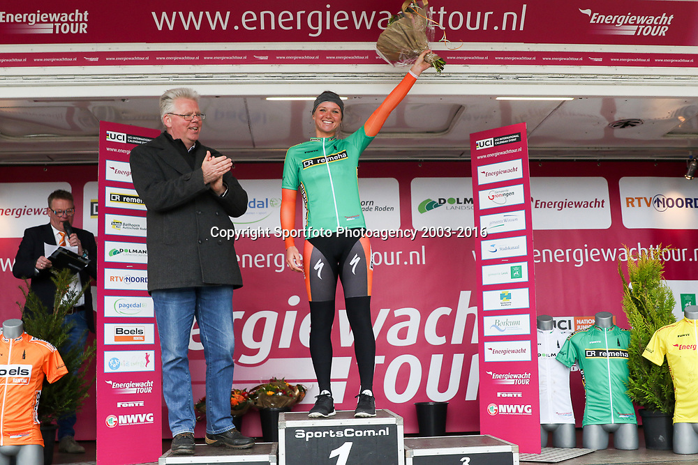 07-04-2016: Wielrennen: Energiewachttour vrouwen: Winsum<br /> WINSUM (NED) wielrenne <br /> De tweede etappe in de Energiewacht rond Winsum werd door de wind een zware etappe. Stijdlust trui Chantal Blaak