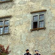 ITA/Bracchiano/20061118 - Huwelijk Tom Cruise en Katie Holmes, beveiliging, carabanieri bij het kasteel