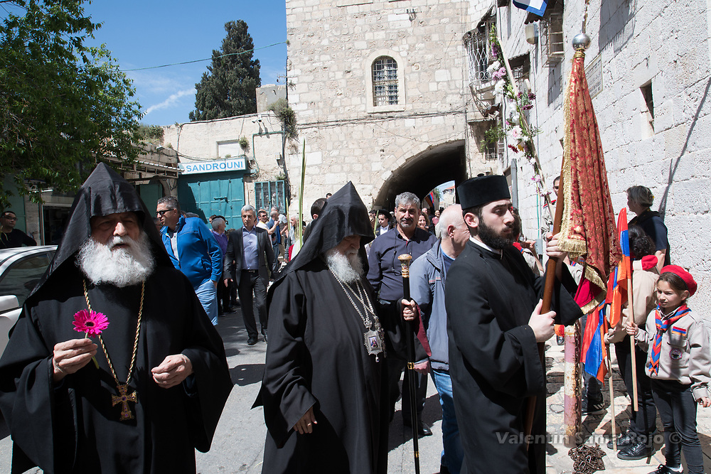 Jerusalem, Israel. 1st April, 2018. High Armenian priests carrying a pink daisy and signing during the Armenian Palm Sunday procession. © Valentin Sama-Rojo.