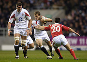 2006 RBS Six Nations Match, England vs Wales, Mark Cueto running with the ball supported by Simon Shaw [left] and moving in to tackle gareth cooper [right]Twickenham on the 04.02.2006.   © Peter Spurrier/Intersport Images - email images@intersport-images mob +44[0]7973 819 551..   [Mandatory Credit, Peter Spurier/ Intersport Images].