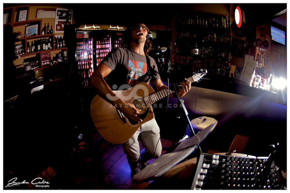 Phil Barlow plays at the Alibi Room, New Farm, Brisbane. Photo by Jaydon Cabe Photography.