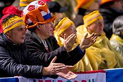 09-03-2018 NED: WK Schaatsen Allround, Amsterdam<br /> support publiek, jeugd in regencapes kijken naar het WK schaatsen op de Coolste Baan