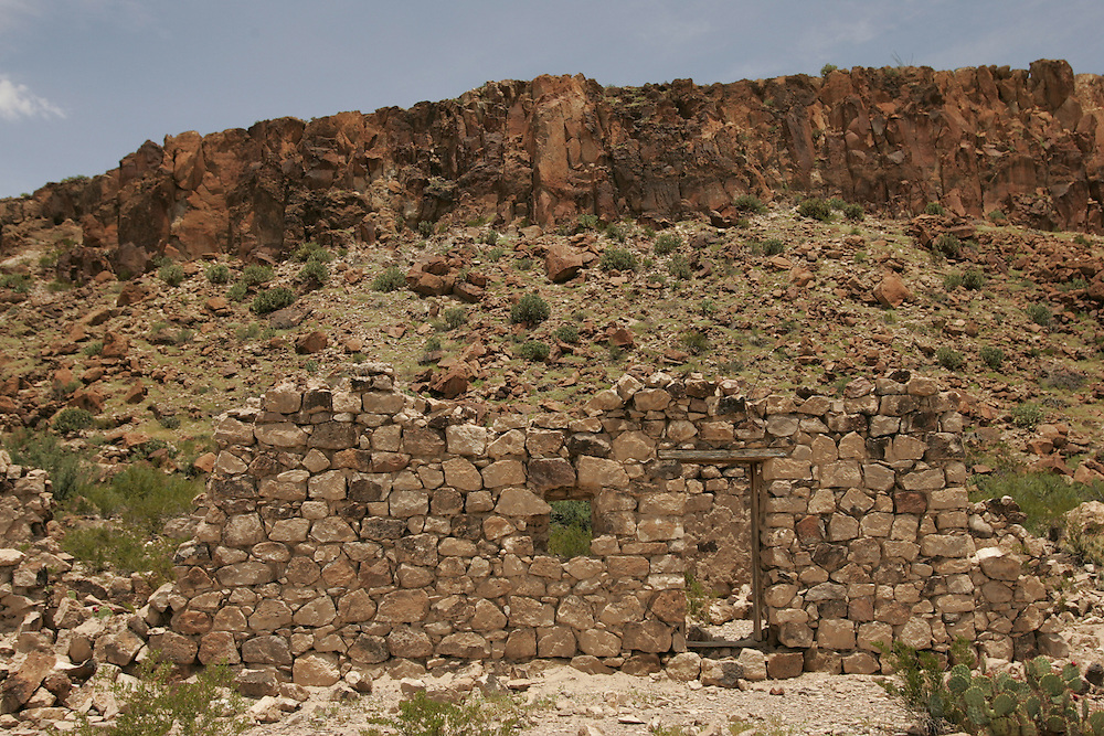 Ruins of an old house between Presidio and Lajitas in Big Bend Ranch state park