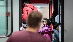 13.09.2015, Hauptbahnhof Salzburg, AUT, Fluechtlinge am Hauptbahnhof Salzburg auf ihrer Reise nach Deutschland, im Bild Flüchtlinge mit Kind beim Einstieg in den Zug nach Muenchen. Der ÖBB Zugsverkehr nach Deutschland wurde eingestellt // Refugees with child entering the train to Munich. According to reports Germany has stoped the Train Traffic from and into Austria, Main Train Station, Salzburg, Austria on 2015/09/13. EXPA Pictures © 2015, PhotoCredit: EXPA/ JFK