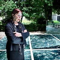"""Nederland, Amsterdam , 10 juni 2014.<br /> Het Holocaust Namenmonument van architect Daniel Libeskind komt toch in het Wertheimpark te staan. Dat besloot het stadsdeel deze week. Dit ondanks protest van buurtbewoners en Karina Wolkers, die in Het Parool liet weten """"woest"""" te zijn. Het park zou te klein zijn voor nóg een groot monument en het Spiegelmonument van Jan Wolkers zou erdoor in de verdrukking komen.<br /> Op de foto: Karina Wolkers bij het Speigel monument<br />  The Holocaust Name Memorial of architect Daniel Libeskind will be in the Wertheim Park in Amsterdam, next to the Auschwitzmonument by artist Jan Wolkers in this little park. The neighborhood and the widow of the artist (pic) protest."""