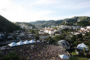 Ouro Preto_MG, 18 de fevereiro de 2012...CARNAVAL 2012 OURO PRETO..O conjunto Bonde do tigrao se apresenta no espaco folia,na praca da UFOP durante o carnaval...Foto: ALEXANDRE MOTA / UOL
