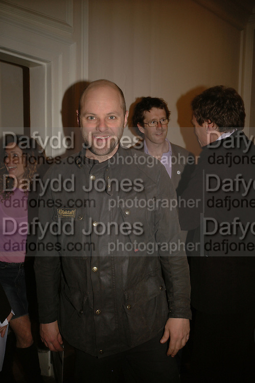 GAVIN TURK, Nude, Fiona Banner exhibition opening. Frith St. Gallery. London. 3 May 2006. ONE TIME USE ONLY - DO NOT ARCHIVE  © Copyright Photograph by Dafydd Jones 66 Stockwell Park Rd. London SW9 0DA Tel 020 7733 0108 www.dafjones.com