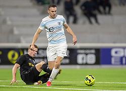 Zander Hyltoft (Vendsyssel FF) forsøger at stoppe Sebastian Czajkowski (FC Helsingør) under kampen i 1. Division mellem FC Helsingør og Vendsyssel FF den 18. september 2020 på Helsingør Stadion (Foto: Claus Birch).