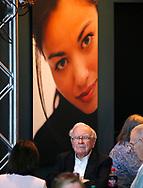 Berkshire Hathaway CEO Warren Buffett plays bridge on the Berkshire Hathaway annual meeting weekend in Omaha, Nebraska, U.S. May 7, 2017. REUTERS/Rick Wilking
