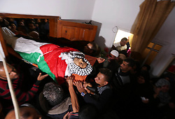 April 13, 2018 - Khan Yunis, Gaza Strip - Palestinians carry the body of Abdullah al-Shahari, 28, who was killed by Israeli security forces during clashes at the Israel-Gaza border the previous day, during his funeral in Khan Yunis, in southern Gaza Strip.  (Credit Image: © Ashraf Amra/APA Images via ZUMA Wire)