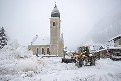 THEMENBILD - Neuschneesituation Huben, Matrei in Osttirol, aufgenommen am Samstag, 5. Dezember 2020, in Osttirol. Der Winter macht sich in Teilen Österreichs mit enormen Schnee- und Regenmengen bemerkbar. In Osttirol und Oberkärnten ist von Freitag auf Samstag die Schneedecke um rund 50 bis 70 Zentimeter gewachsen. Mancherorts herrschte rote und damit höchste Wetterwarnung // New snow situation in Huben, Matrei in East Tyrol, taken on Saturday, December 5, 2020, in East Tyrol. The winter is making itself felt in parts of Austria with enormous amounts of snow and rain. In East Tyrol and Upper Carinthia, the snow cover has grown by about 50 to 70 centimeters from Friday to Saturday. In some places there were red and therefore highest weather warnings. EXPA Pictures © 2020, PhotoCredit: EXPA/ Johann Groder