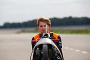 In Lelystad test het HPT voor de laatste keer de nieuwe fiets op de RDW baan. In september wil het Human Power Team Delft en Amsterdam, dat bestaat uit studenten van de TU Delft en de VU Amsterdam, tijdens de World Human Powered Speed Challenge in Nevada een poging doen het wereldrecord snelfietsen voor vrouwen te verbreken met de VeloX 7, een gestroomlijnde ligfiets. Het record is met 121,44 km/h sinds 2009 in handen van de Francaise Barbara Buatois. De Canadees Todd Reichert is de snelste man met 144,17 km/h sinds 2016.<br /> <br /> In Lelystad the team tests the new bike for the last time before the record attempts. With the VeloX 7, a special recumbent bike, the Human Power Team Delft and Amsterdam, consisting of students of the TU Delft and the VU Amsterdam, also wants to set a new woman's world record cycling in September at the World Human Powered Speed Challenge in Nevada. The current speed record is 121,44 km/h, set in 2009 by Barbara Buatois. The fastest man is Todd Reichert with 144,17 km/h.